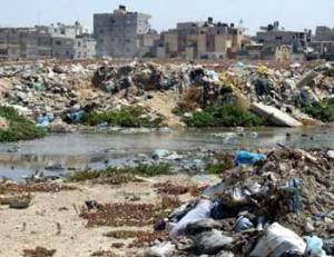 201005_waste_piles_up_at_rafah_municipality_waste_dump[1]